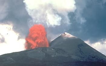 Pu`u `O`o spatter and cinder cone erupting a lava fountain, Kilauea Volcano, Hawai`i