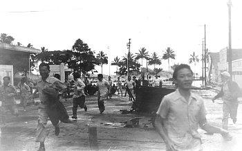 People running away from an approaching tsunami in Hilo, Hawai'i, 1946.