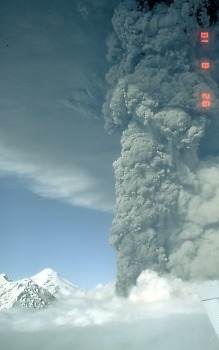 Plinian eruption column at Mount Spurr, Alaska