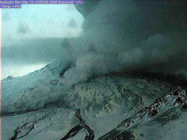 Redoubt volcano errupting