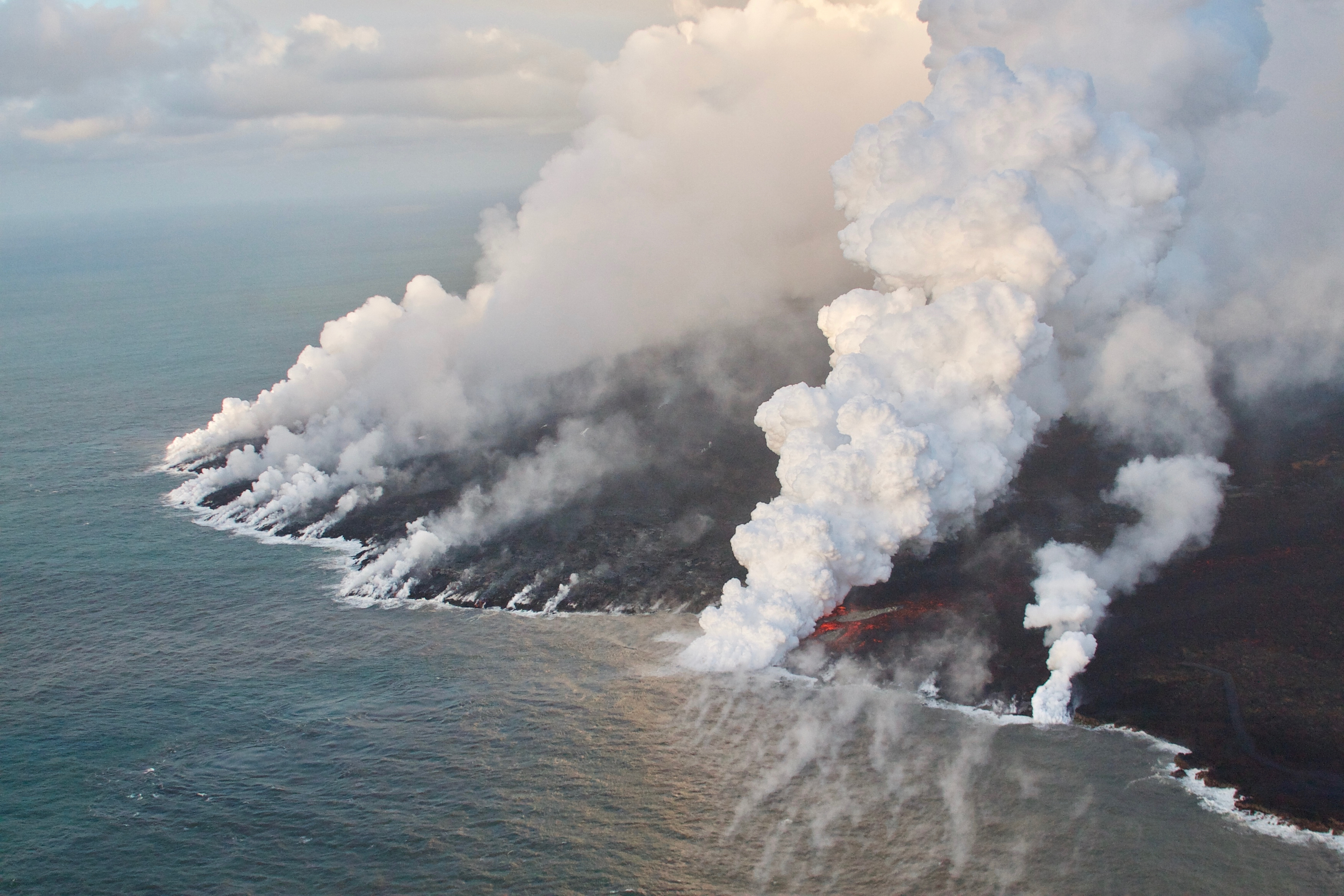 https://volcanoes.usgs.gov/observatories/hvo/multimedia_uploads/multimediaFile-2372.jpg