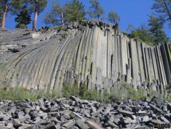 A spectacular display of a columnar-jointed basalt flow.