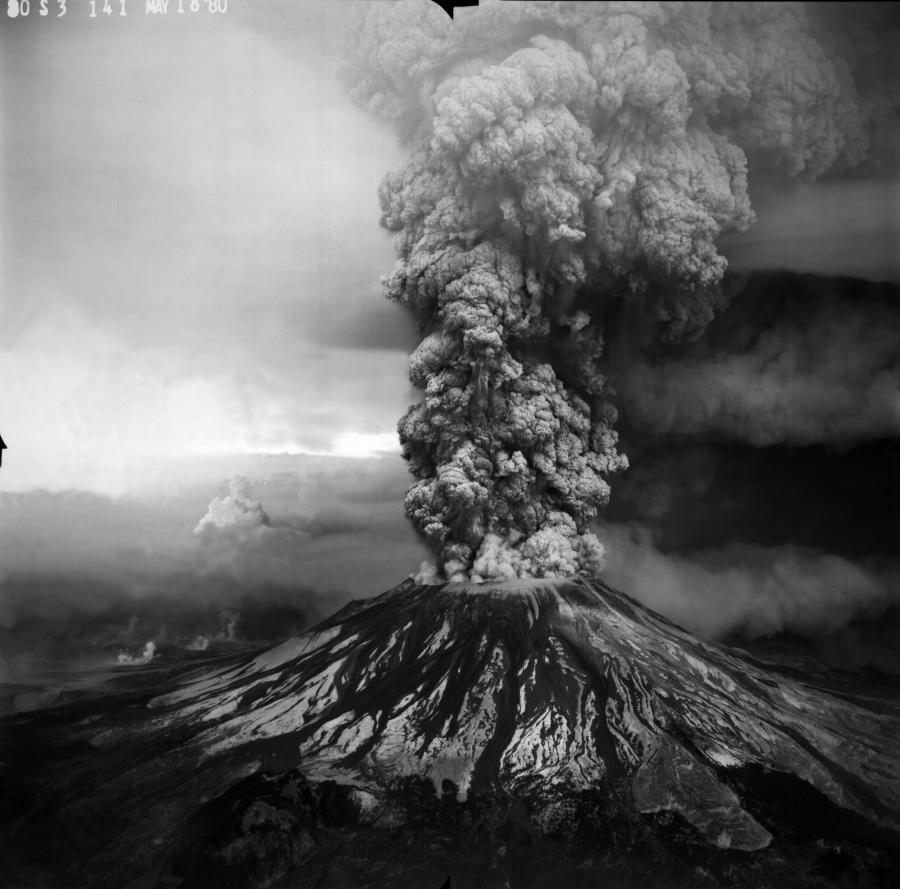 Plinian eruption column from May 18, 1980 Mount St. Helens. Aerial view from the Southwest.