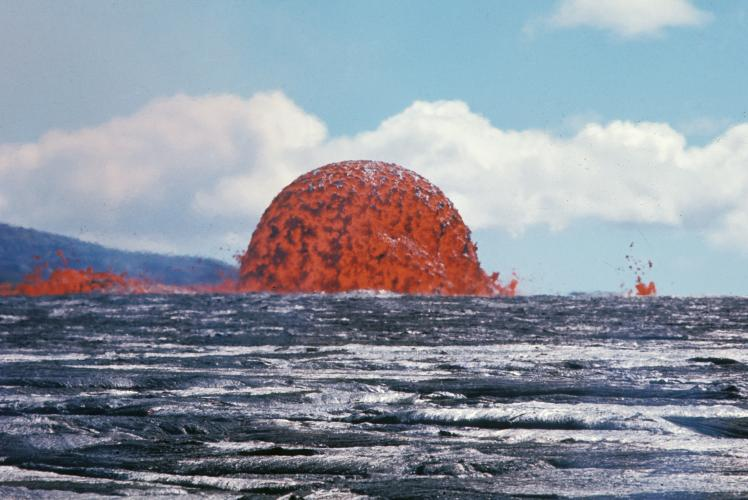 USGS image of dramatic lava dome from the Mauna Ulu eruption