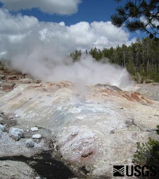 Steamboat Geyser, Yellowstone